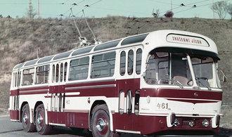 Tatra ve veřejné dopravě. Automobilka má ve své bohaté historii i autobusy a trolejbusy