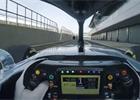 Video: První kilometry Lewise Hamiltona ve voze Mercedes W10