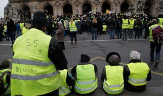 Komentář: Žluté vesty slábnou, hněv Francouzů trvá. Protesty poškodily obraz prezidenta reformátora