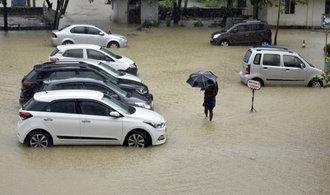 Záplavy na jihu Indie si už vyžádaly více než 100 lidských životů