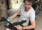 Richard Hammond na videu testuje svůj elektrický vozík. Sám si jej vylepšil