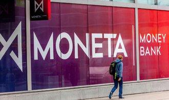 Moneta vyplatí dividendu necelou desetikorunu na akcii, bance klesl zisk