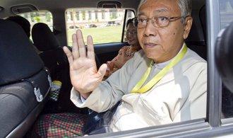 Barmský prezident Tchin Ťjo rezignoval na svůj post
