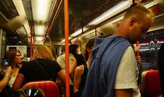 Mobilní signál pokryje pražské metro nejspíše od konce roku 2018, tvrdí operátoři