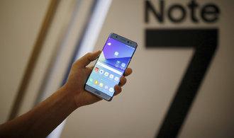 Probl�mov� telefon Samsung nesm� do �esk�ch letadel, p�epravu zak�zaly �SA i Travel Service