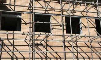 Cena bytů na jaře meziročně vzrostla o deset procent. Tempo však klesá, tvrdí analytici