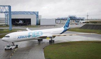 Malý počet objednávek stál Airbus více než polovinu zisku