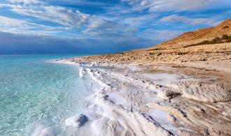Mrtvé moře umírá. Jezeru hrozí úplné vyschnutí