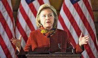 FBI zkontroluje dal�� e-maily Clintonov�. Mohly by obsahovat utajovan� informace