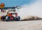 Foto a video: Verstappen se projel ve voze F1 po pláži v Miami