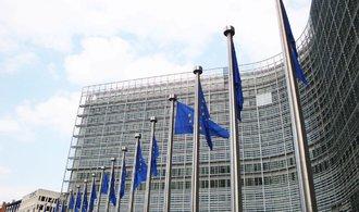 Inspektoři Evropské komise prohledali kanceláře Volkswagenu a Daimleru, podezírají automobilky z kartelových dohod
