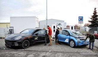 BMW a Porsche překonaly Teslu, jejich nabíječce stačí na sto kilometrů tři minuty
