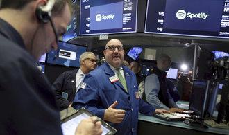 Světové výplaty dividend prolomily rekord. Akcionáři si rozdělili 11 bilionů korun