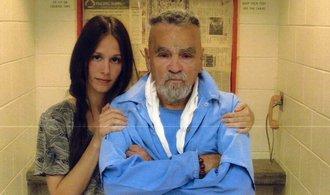 Zemřel doživotně odsouzený sériový vrah Charles Manson