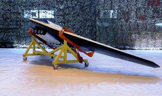 �r�n p�edstavil nov� �to�n� dron, jde o kopii americk�ho stroje Sentinel