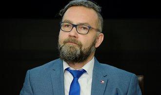 ERÚ zmítají spory ve vedení. Bývalý předseda prosadil omezení pravomocí svého nástupce