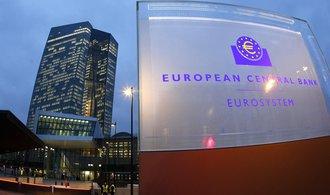 Evropská centrální banka nákupem dluhopisů oslabila euro o zhruba 12 procent, ukázala studie