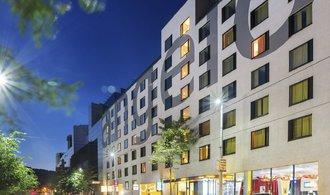 Cimex miliard��e Luke�e koupil �ty�hv�zdi�kov� hotel v Praze na And�lu