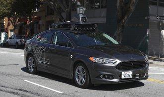 Řidičů Uberu přibylo v USA tolik, že jim výdělky klesly o polovinu