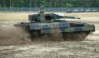 Dosud nejdražší armádní zakázka na transportéry se opožďuje