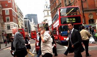 Britové míří k největšímu poklesu životní úrovně za posledních 60 let