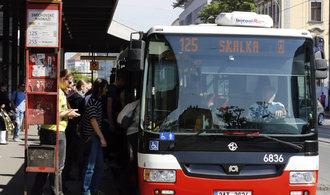 Odboroví předáci podpořili stávku řidičů autobusů