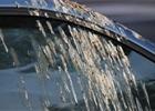 Jak odstranit ptačí trus a hmyz z laku auta? Buďte trpěliví a hlavně šetrní