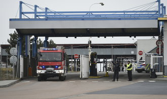 Pět obětí výbuchu v Kralupech byli Rumuni