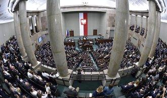 Polský Sejm schválil kontroverzní zákon o nejvyšším soudu, země sklízí kritiku ze zahraničí