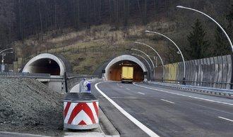 Doprava dostane na stavbu silnic a železnic o 1,5 miliardy korun méně
