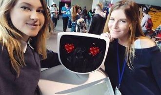 Ať se výrobci robotů inspirují v letectví a zavedou etické černé skříňky, nabádají vědci
