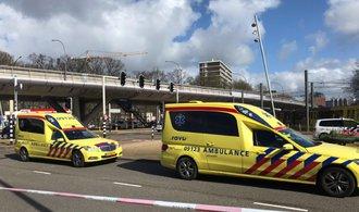 Útok v Utrechtu má nejméně jednoho mrtvého, policie hlásí střelbu na více místech