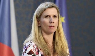 Senátoři vyzvali premiéra, aby nepřijal demisi Valachové