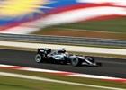 Prvn� tr�nink v Sepangu: Nejrychlej�� Rosberg, ohniv� drama v boxech