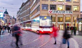 UniCredit: Lidé i banky v regionu bohatnou