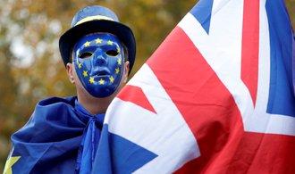 Ani měkký brexit není pro Británii tak výhodný jako setrvání v EU, tvrdí analýza