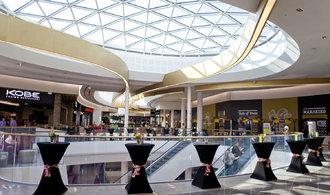 Obchodní centra zastarávají. Majitelé je za miliardy vylepšují