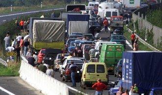 Řidiči v Praze tráví skoro šest dní za rok v zácpách. Jinde jsou na tom mnohem hůř