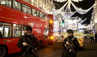 Policie evakuovala stanici londýnského metra a vyzvala lidi k úkrytu