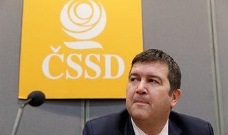 Poslanci ČSSD při hlasování o nedůvěře vládě odejdou ze sálu