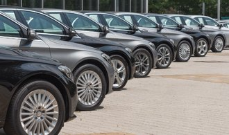 Prodej automobilů v EU klesl o sedm procent. Na výraznější růst můžeme zapomenout, říká analytik