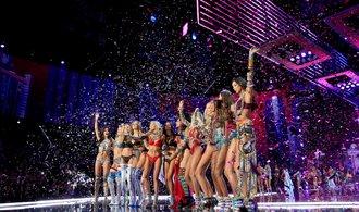 Přehlídka Victoria's Secret vzbudila v Číně kontroverze, někteří umělci nemohli vystoupit
