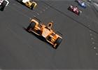 Indy 500: Alonsovi selhal motor Honda, vyhrál Takuma Sato