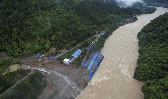 Sesuv půdy v Číně zabil přes sto lidí, způsobil ho déšť