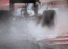 D隝, nehody, drama. Kvalifikaci vyhr�l v Ma�arsku Rosberg