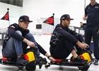 Video: Jezdci Red Bullu si zazávodili v továrně
