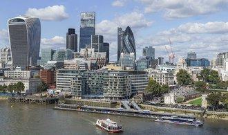 Úvěrová spolehlivost Británie padá, výhled je negativní, uvádí Moody's
