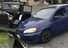 Řidička Corolly rozbila rodinný poklad Ford Model A, z místa nehody utekla