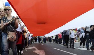 Konec demokracie v Polsku? Ve stovce měst lidé demonstrují proti soudní reformě