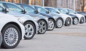 Prodej nových aut v EU klesl potřetí za sebou